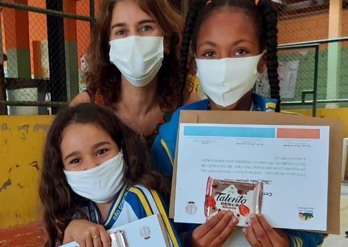 """Educação de São Gonçalo entrega certificados de """"Minhas, Suas. Nossas Histórias"""""""