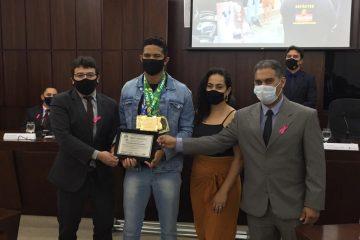 Câmara concede diploma de mérito desportivo ao atleta monlevadense John Maycon dos Santos