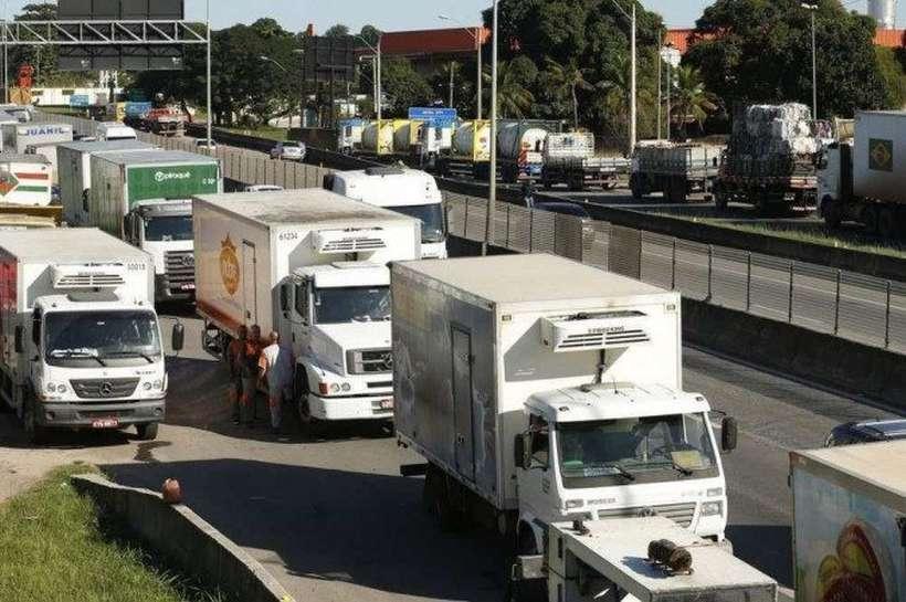 Frente Parlamentar dos Caminhoneiros notifica governo sobre greve