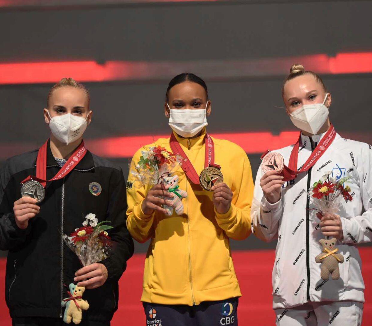 Rebeca Andrade fatura ouro e prata e faz história no Mundial de Ginástica