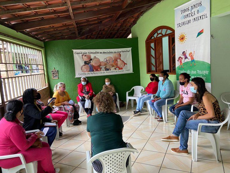 Beneficiários do Cesta Cidadã recebem orientações sobre programas sociais em Monlevade